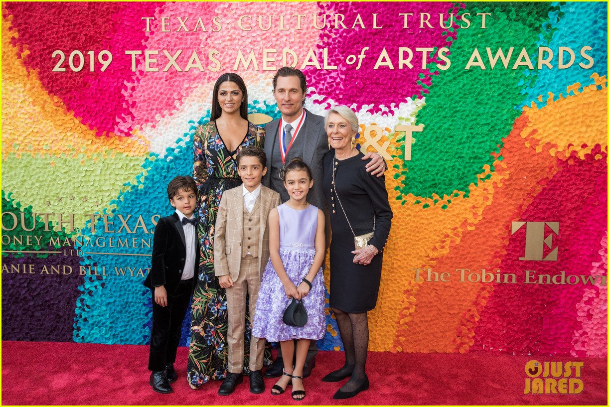 matthew mcconaughey gets honored at texas medal of arts awards with family by his side 024249609
