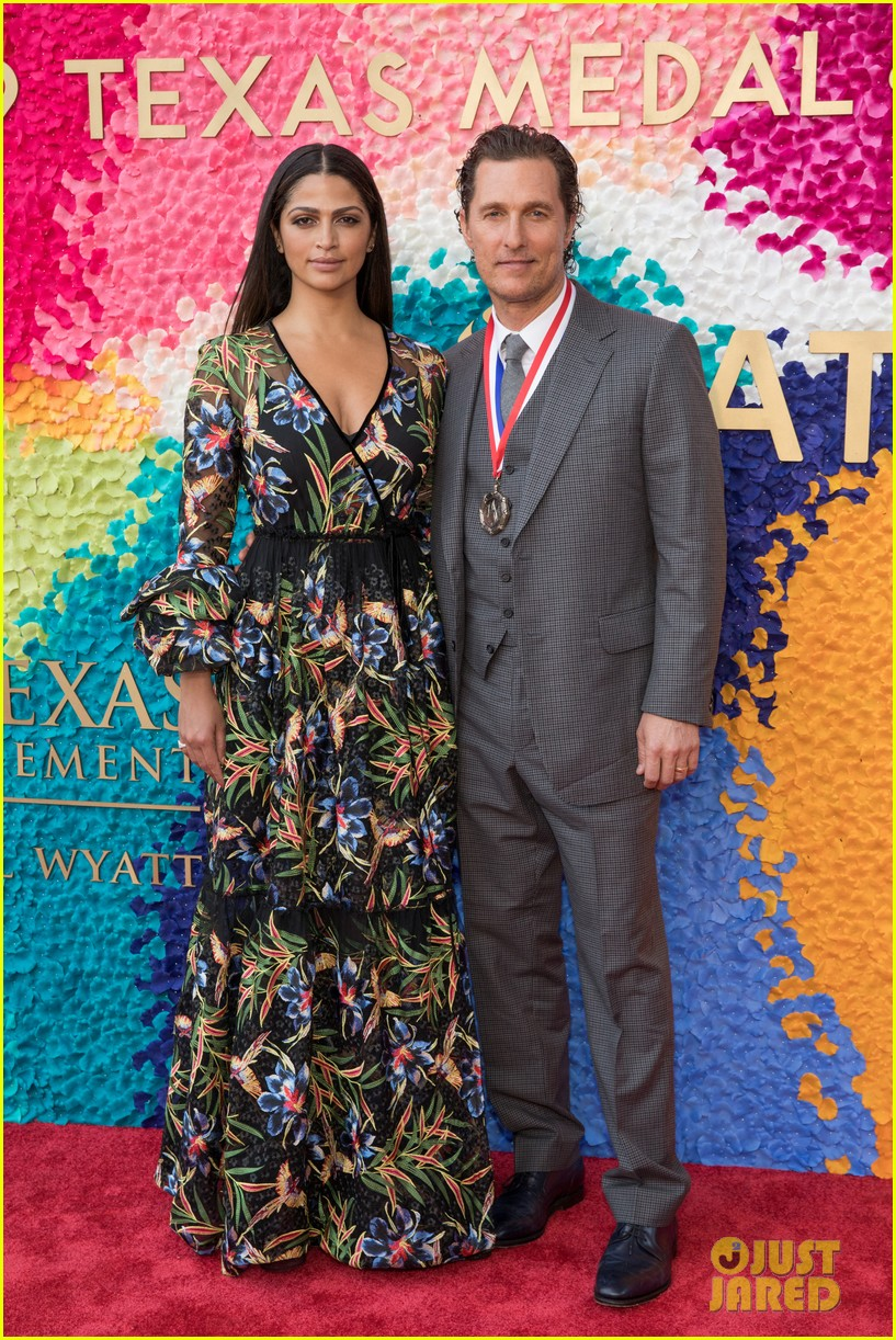 matthew mcconaughey gets honored at texas medal of arts awards with family by his side 044249611