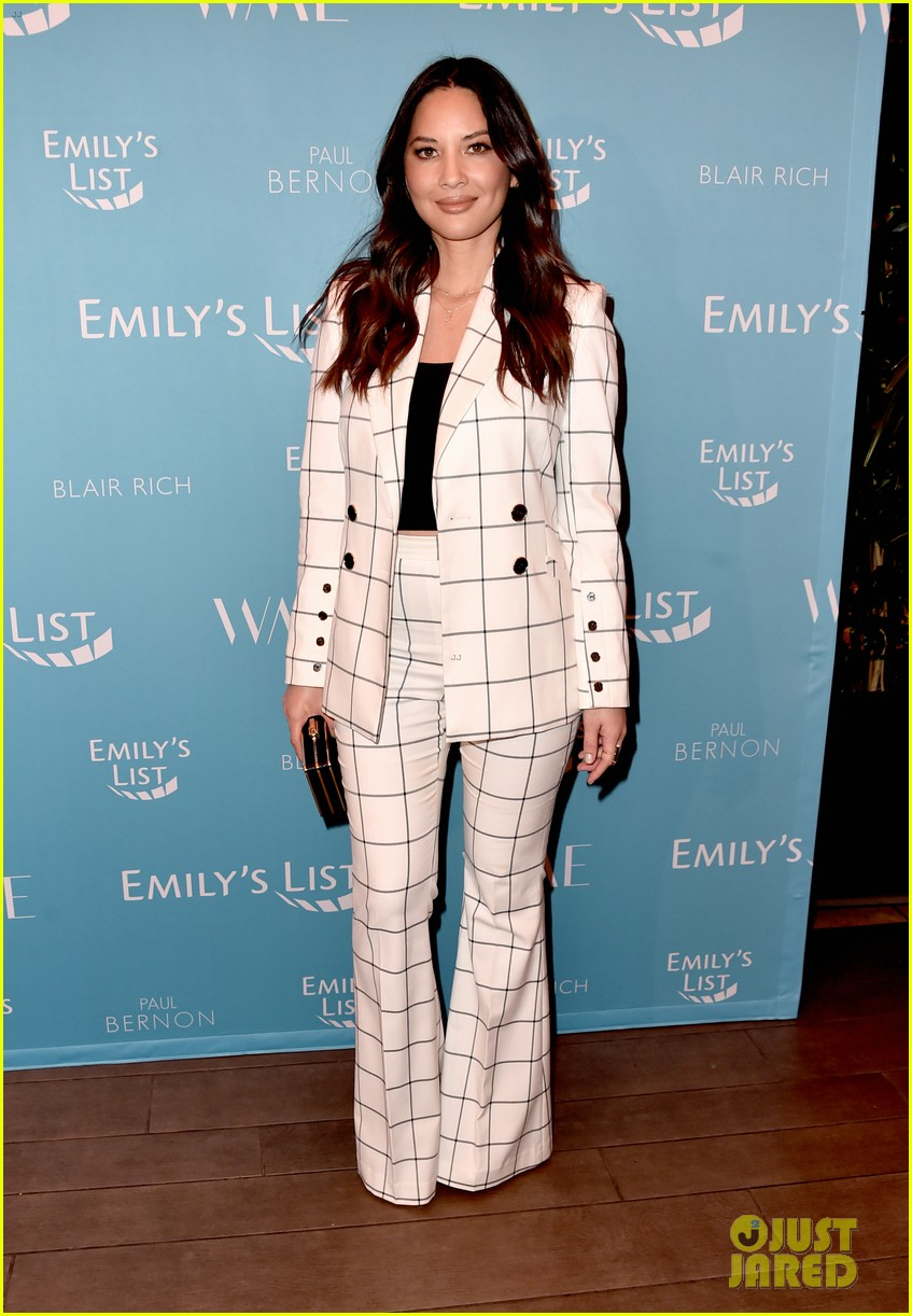 olivia munn minka kelly more join forces at emilys list pre oscars event 024240786