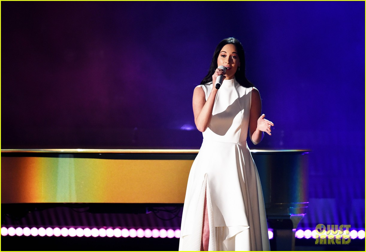 kacey musgraves debuts rainbow music video during grammys 2019 054236324