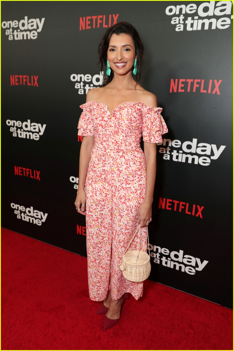 netflixs one day at a time cast premieres season 3 in la 124226185
