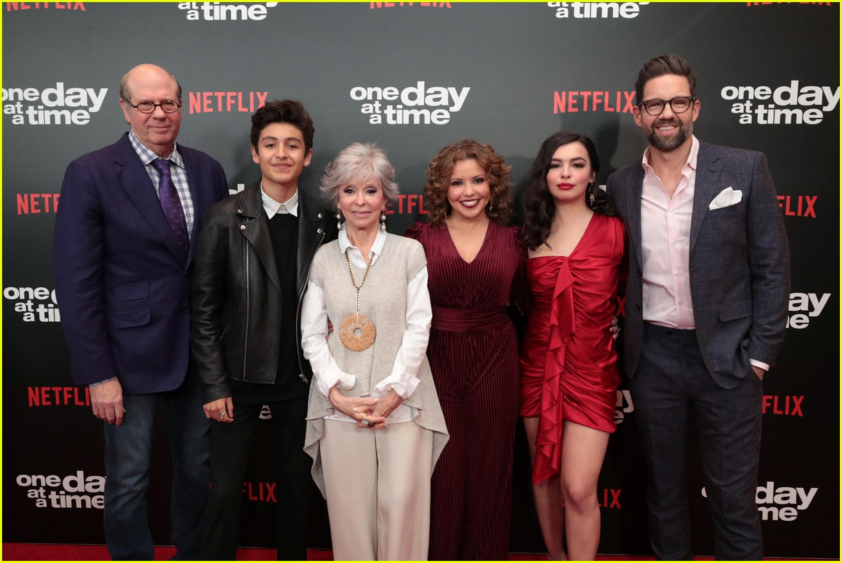 netflixs one day at a time cast premieres season 3 in la 184226191