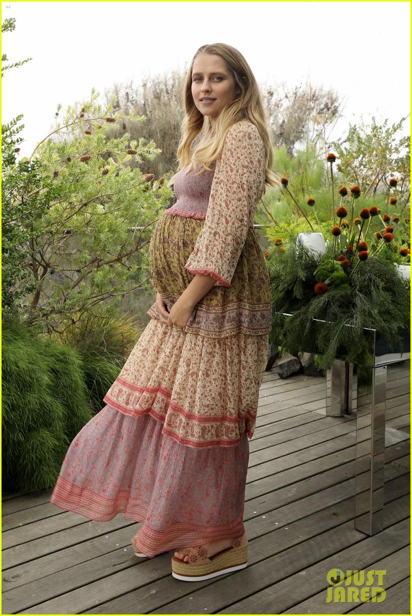 pregnant teresa palmer hubby mark webber couple up at david jones 06
