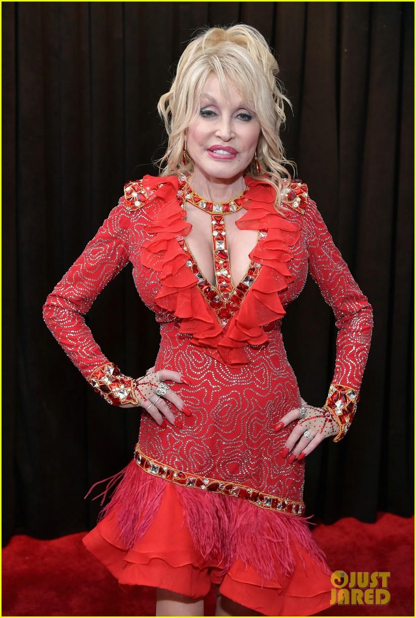 Dolly Parton Strikes a Pose at Grammys 2019!: Photo ...