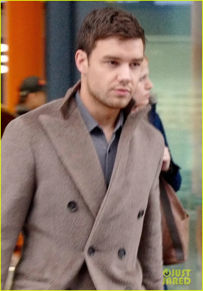 liam payne arrives at naomi campbell apartment in london 044240012
