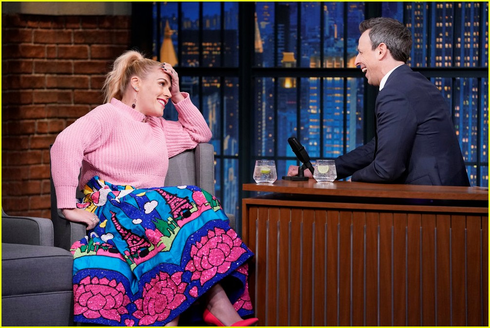 busy philipps cried when oprah called her on the phone 014221535