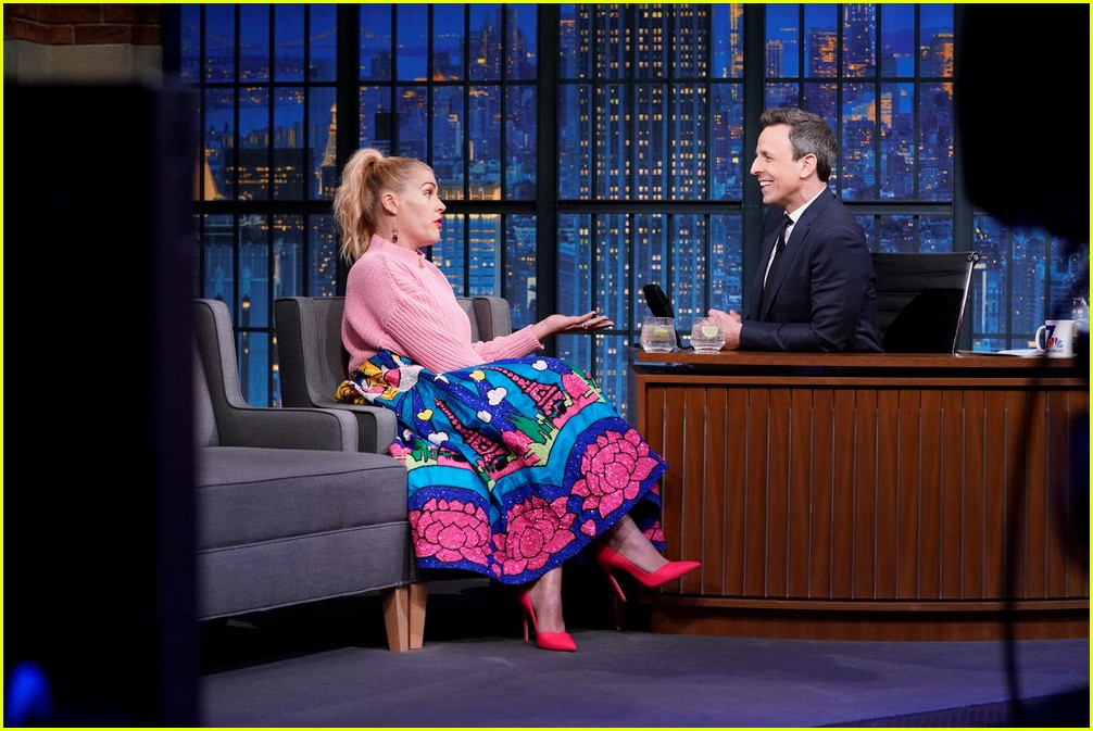 busy philipps cried when oprah called her on the phone 024221536