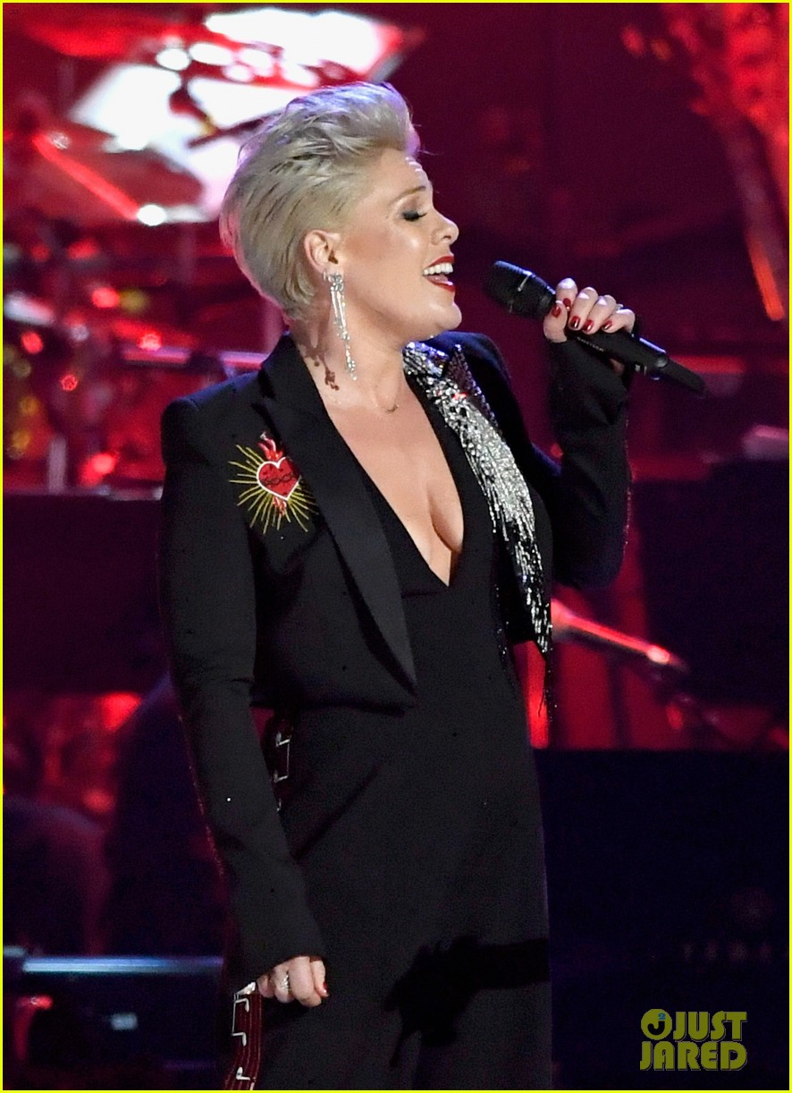 pink performs at musicares person of the year 024226692