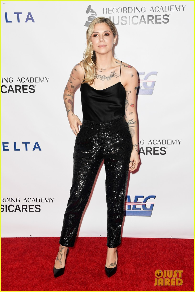 pink performs at musicares person of the year 034226693