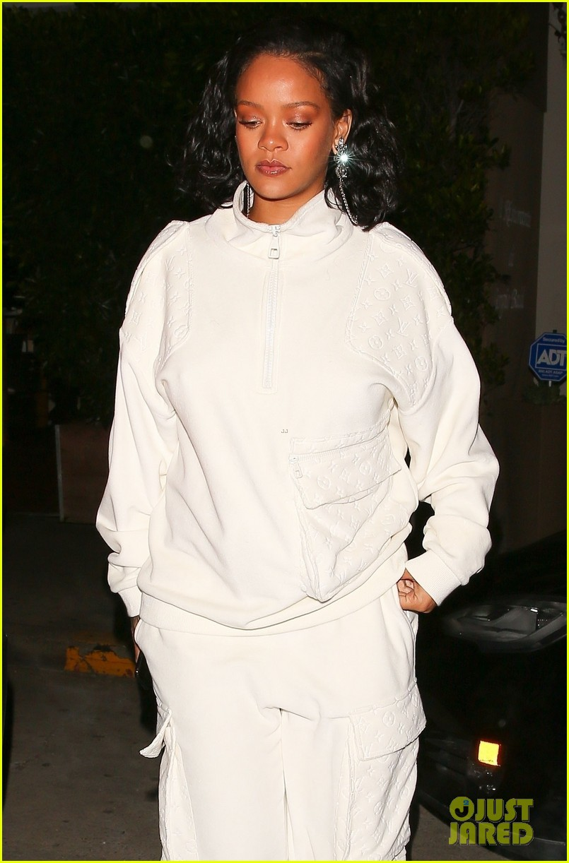 rihanna dinner with manager in santa monica 014224634