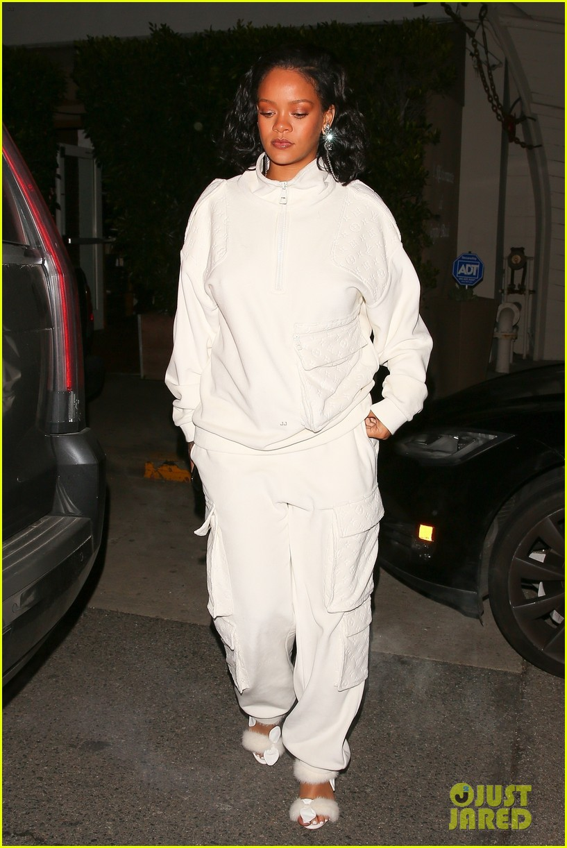rihanna dinner with manager in santa monica 044224637
