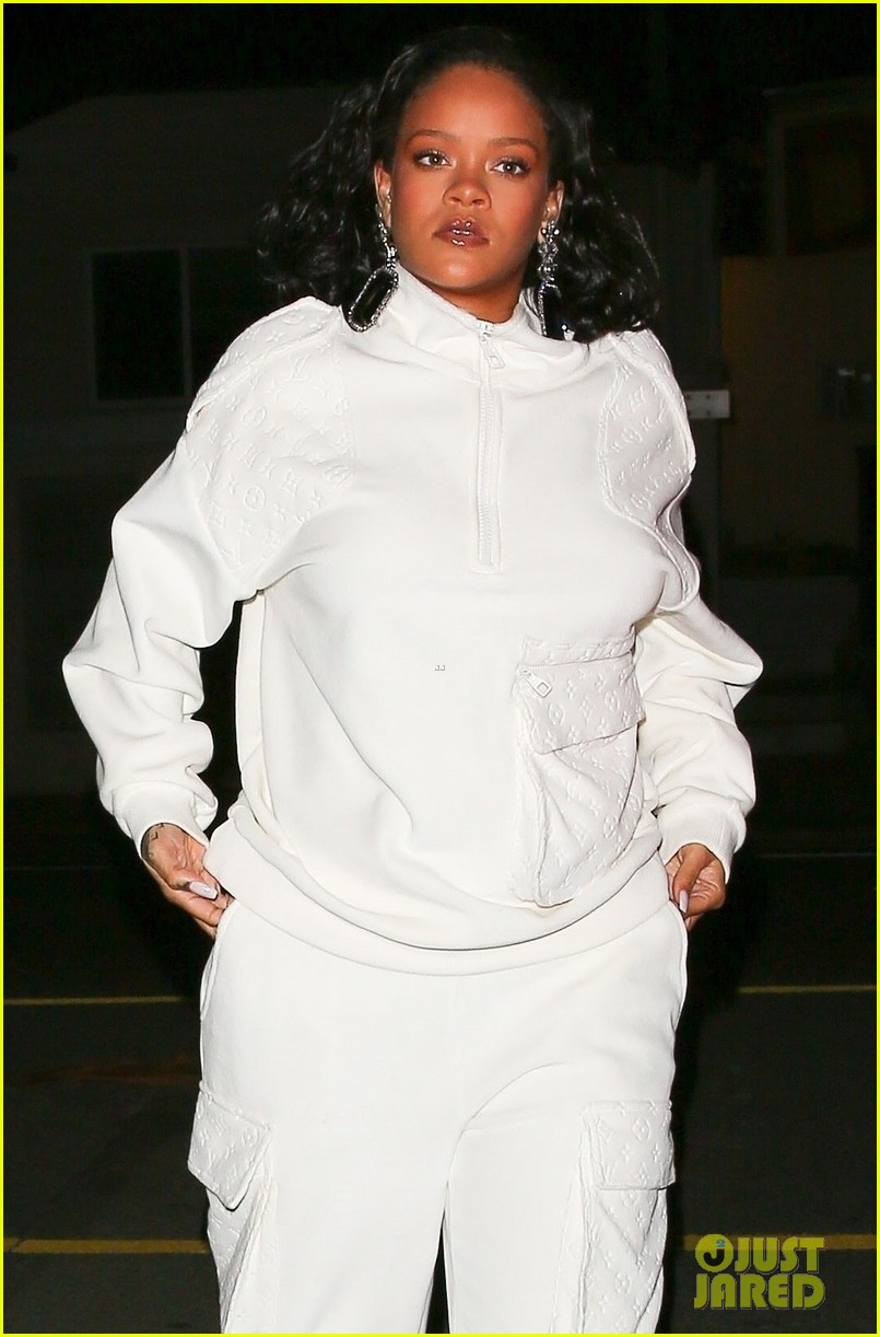 rihanna dinner with manager in santa monica 054224638