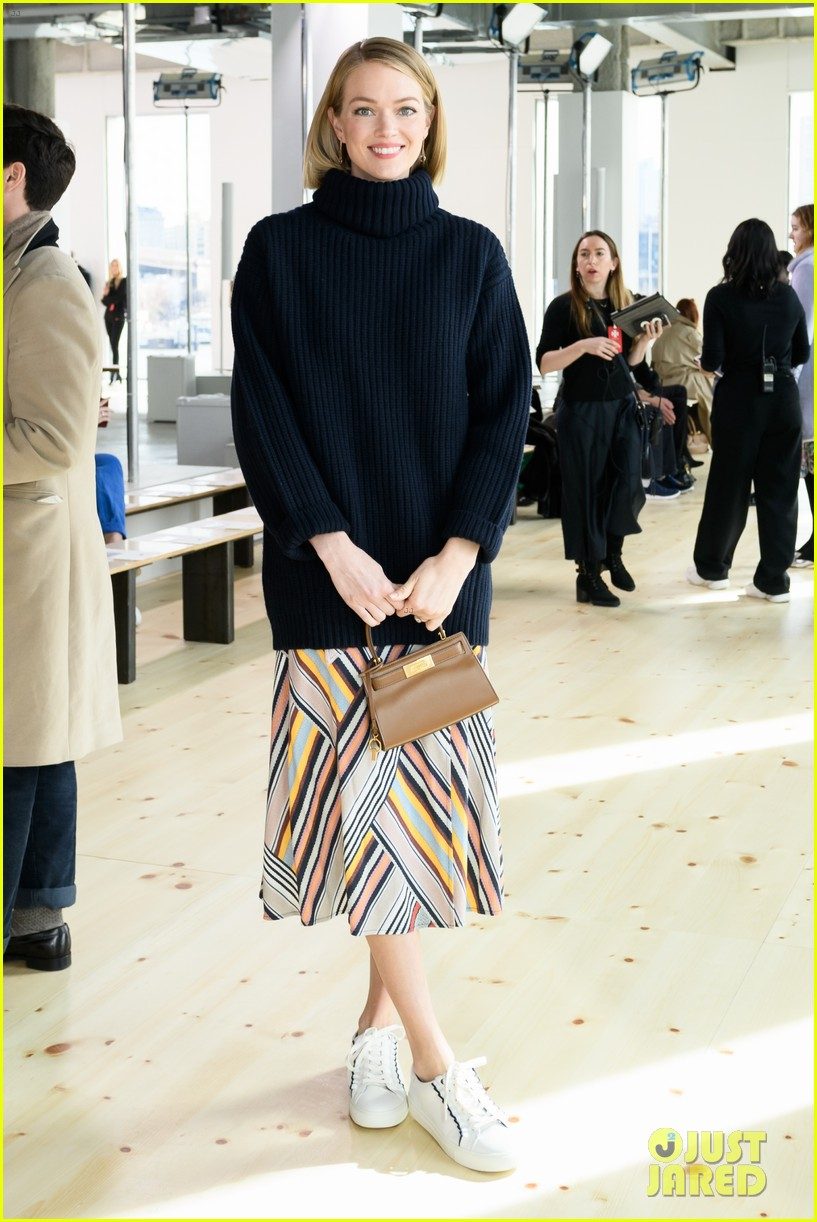 zoe saldana naomi watts mindy kaling buddy up at tory burch nyfw 2019 144237448