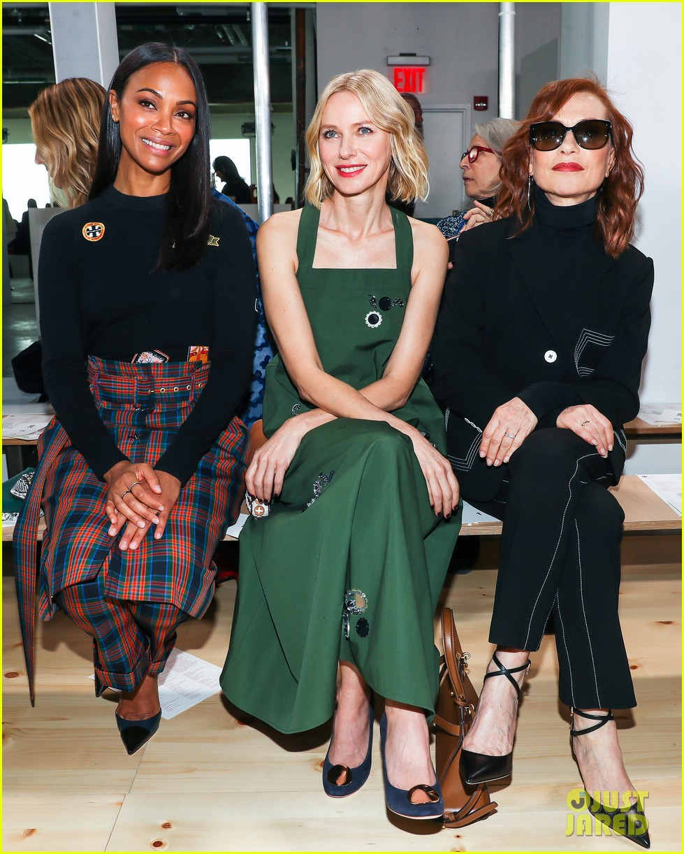 zoe saldana naomi watts mindy kaling buddy up at tory burch nyfw 2019 164237450