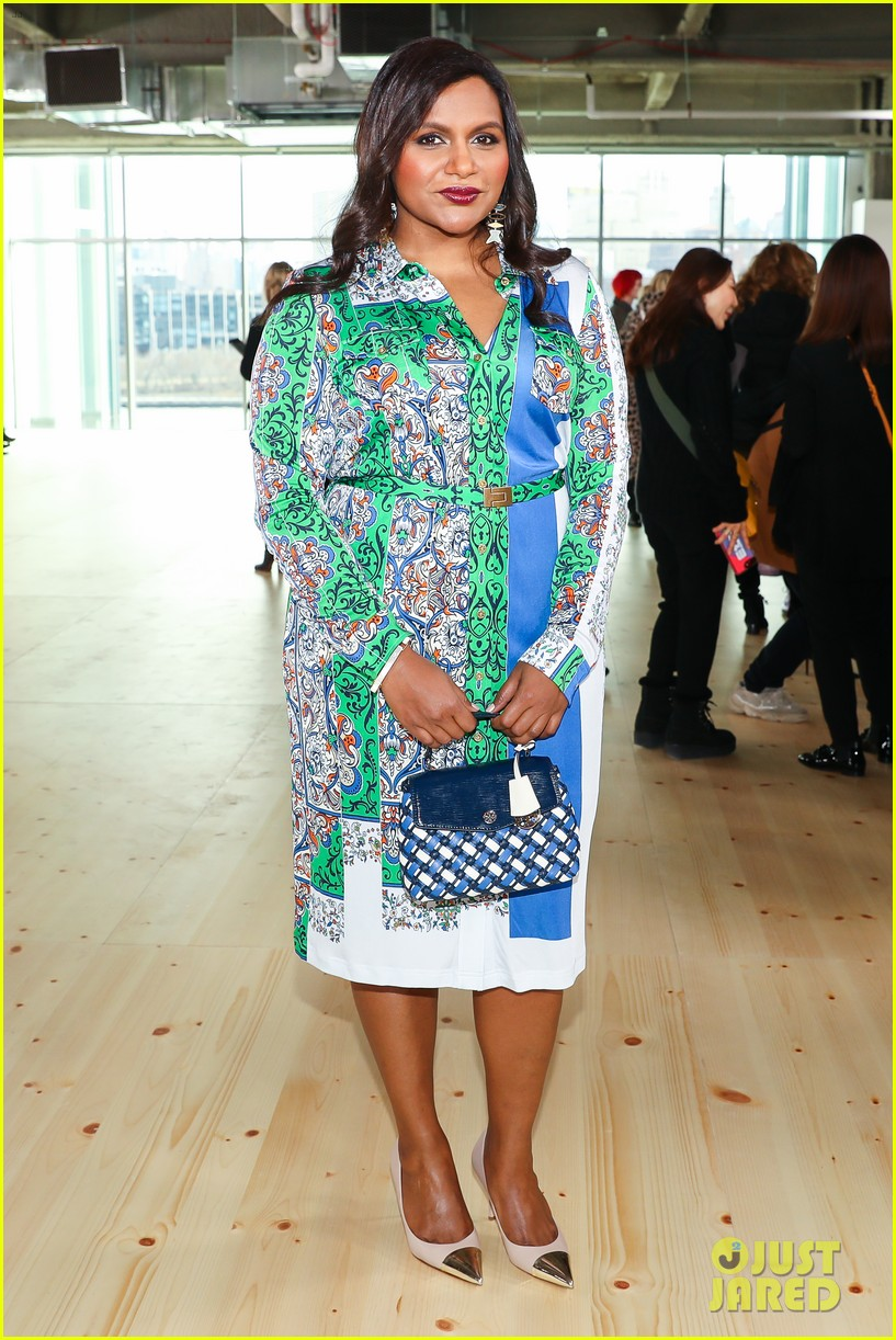 zoe saldana naomi watts mindy kaling buddy up at tory burch nyfw 2019 174237451