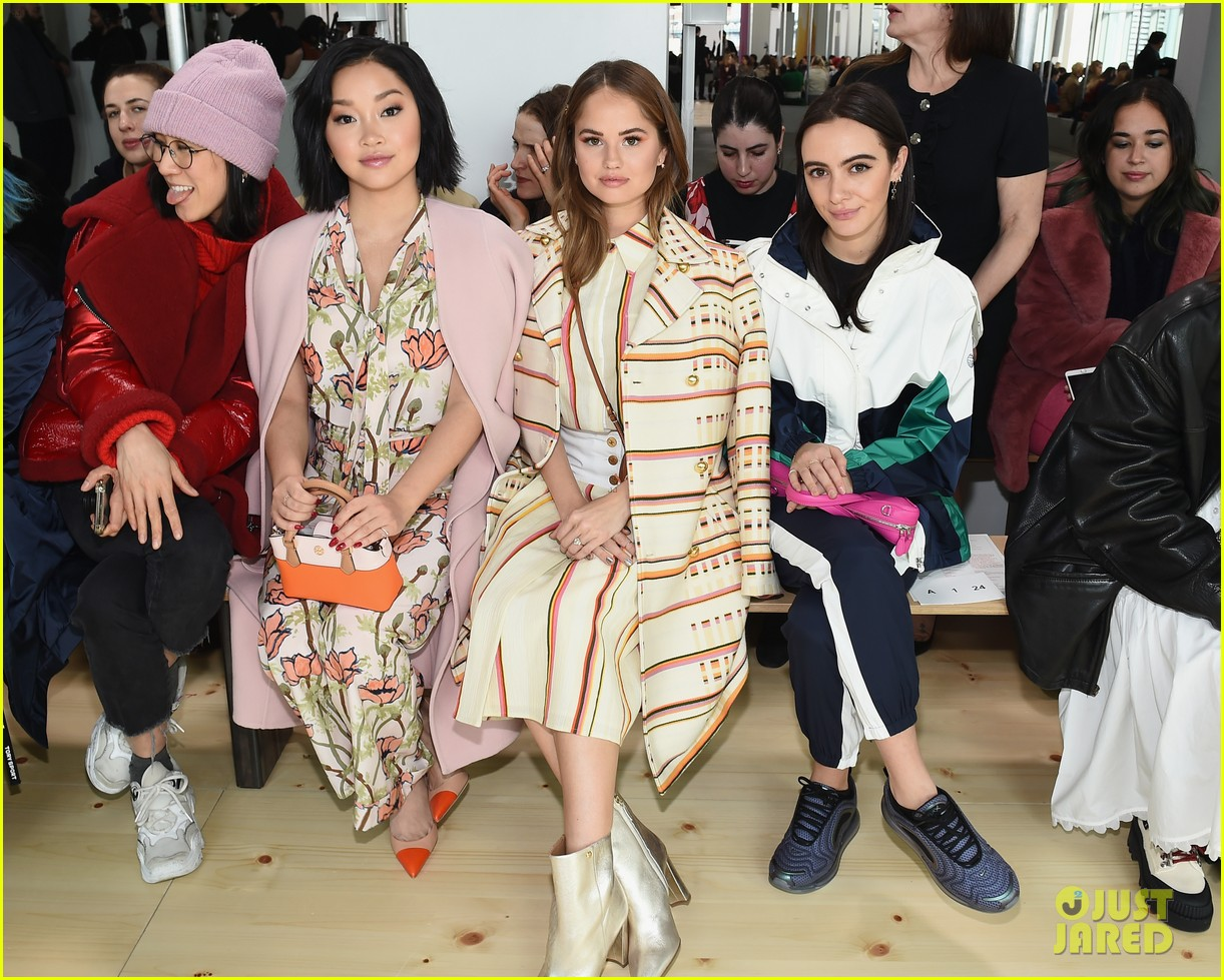 zoe saldana naomi watts mindy kaling buddy up at tory burch nyfw 2019 394237473