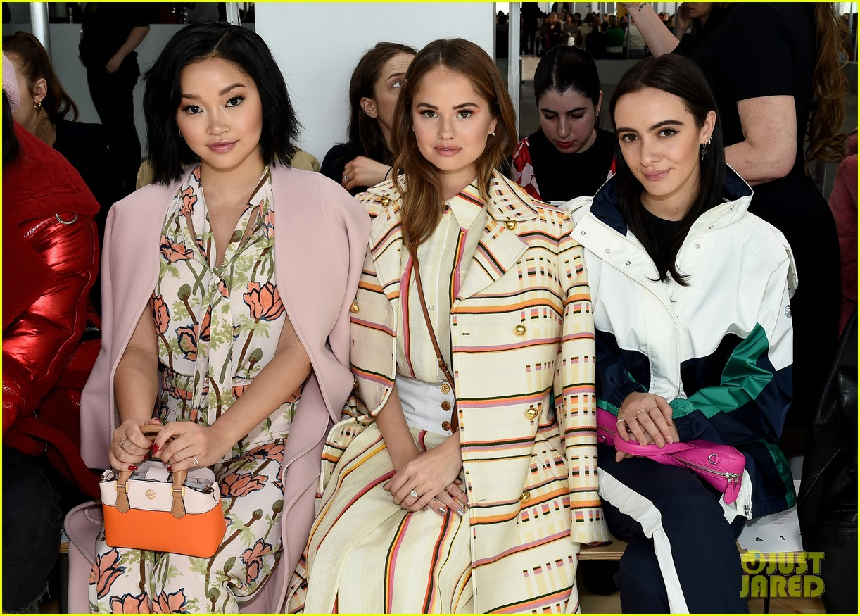 zoe saldana naomi watts mindy kaling buddy up at tory burch nyfw 2019 404237474