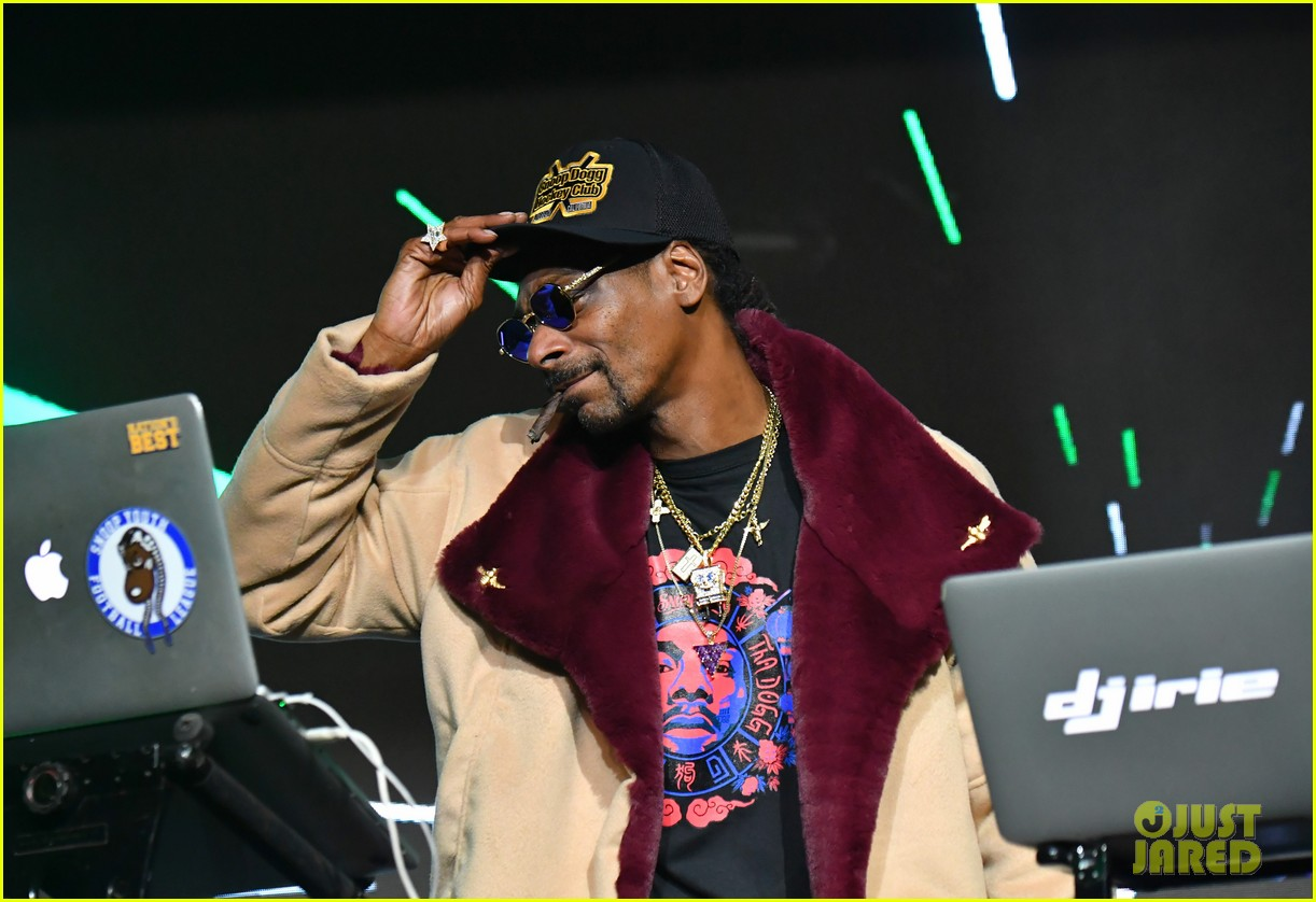 snoop dogg djs sports illustrated super bowl weekend party 054222518