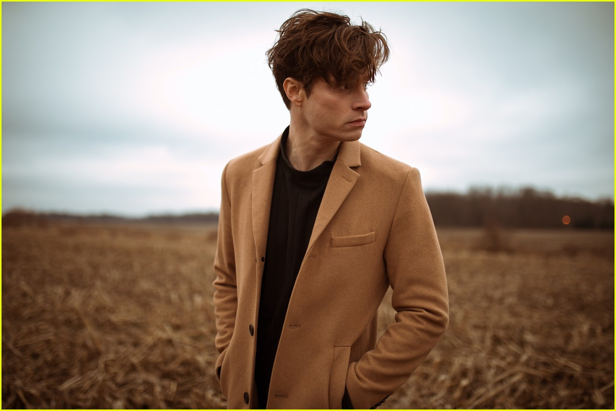 7e9a0a9152999 Meet Spencer Sutherland with These 10 Fun Facts   Listen to His Song   Sweater