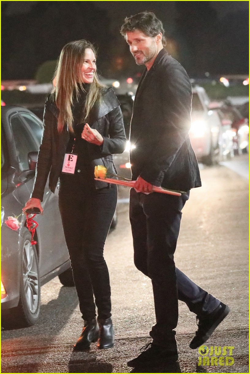 hilary swank and husband philip schneider have date night at elton johns concert 014223509