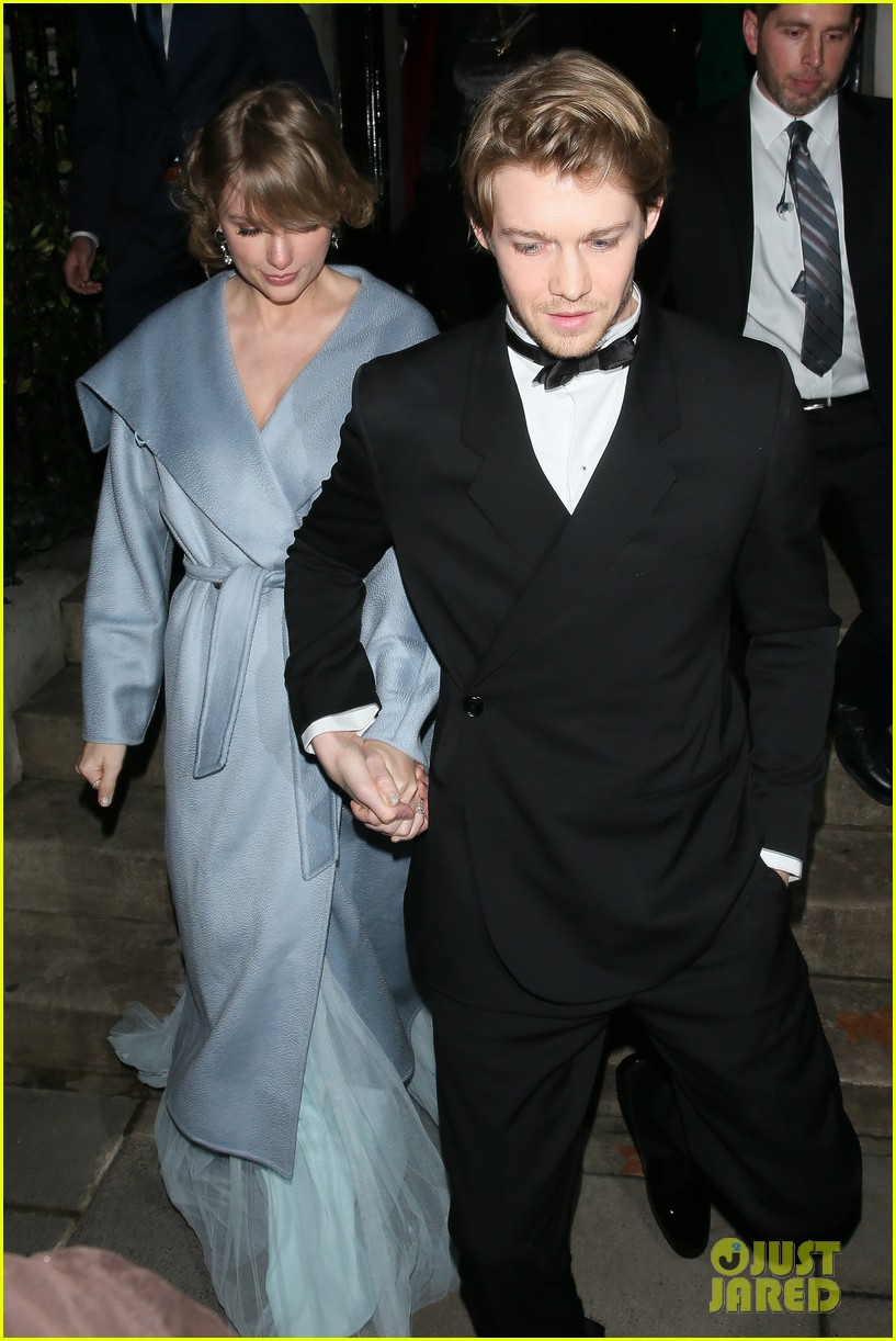 Taylor Swift Joe Alwyn Hold Hands After Baftas 2019 Photo 4236915 2019 Baftas Baftas Joe Alwyn Taylor Swift Pictures Just Jared
