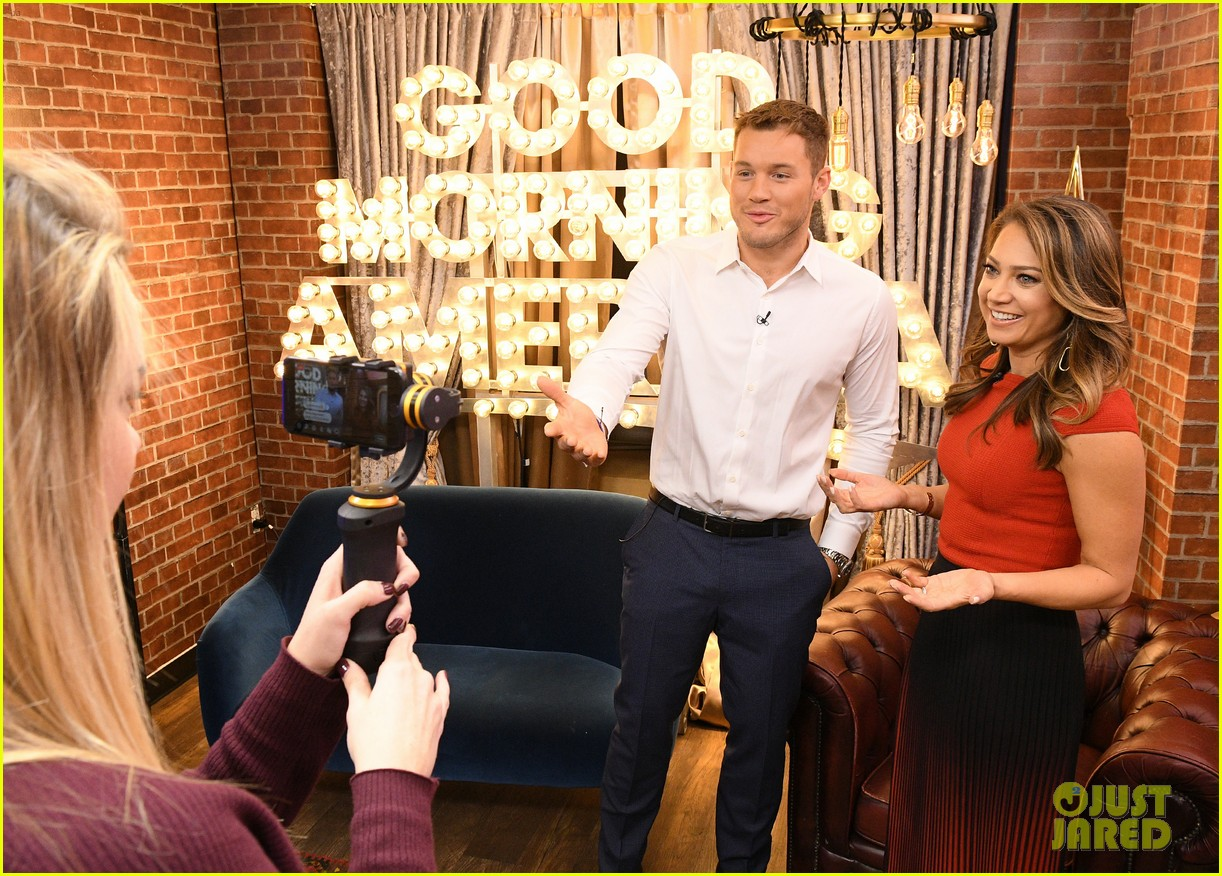 colton underwood former bachelors surprise fans at viewing party 054240755