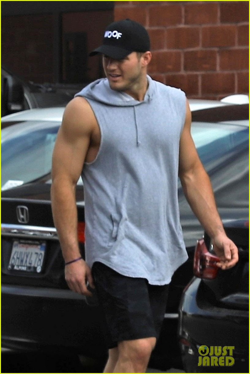 colton underwood muscles after workout 044249807