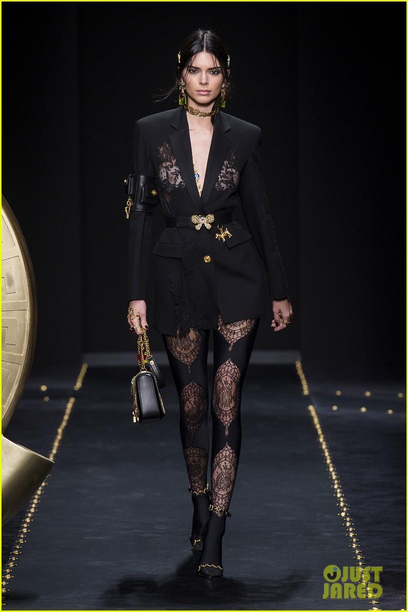 versace fashion show milan 094243267