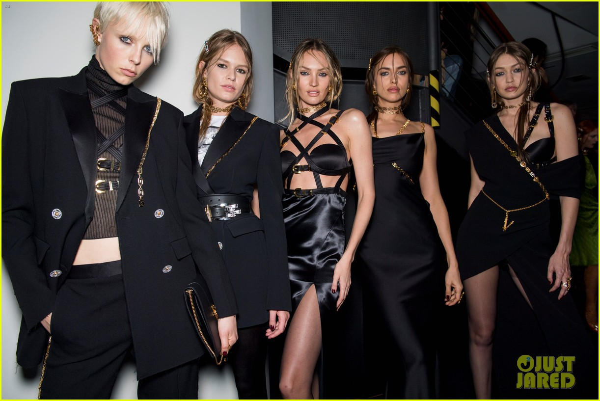 versace fashion show milan 144243272