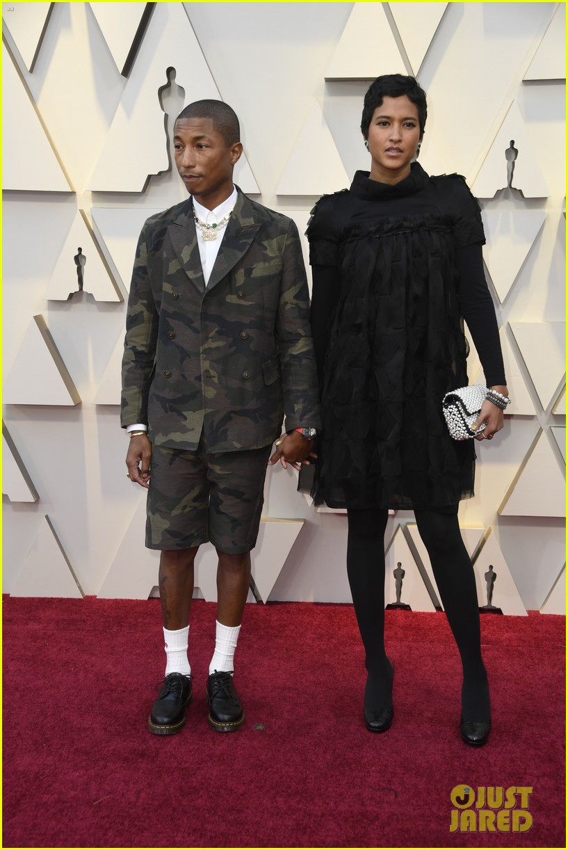 pharrell williams takes the stage in camo print at oscars 2019 024245883