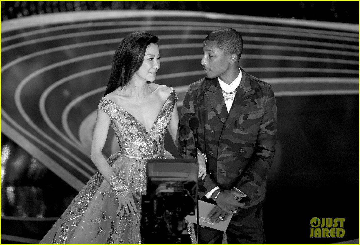 pharrell williams takes the stage in camo print at oscars 2019 044245885