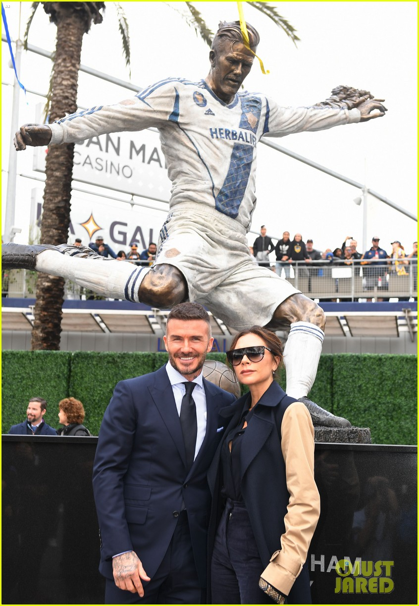 david beckham victoria beckham unveiling of his statue 02