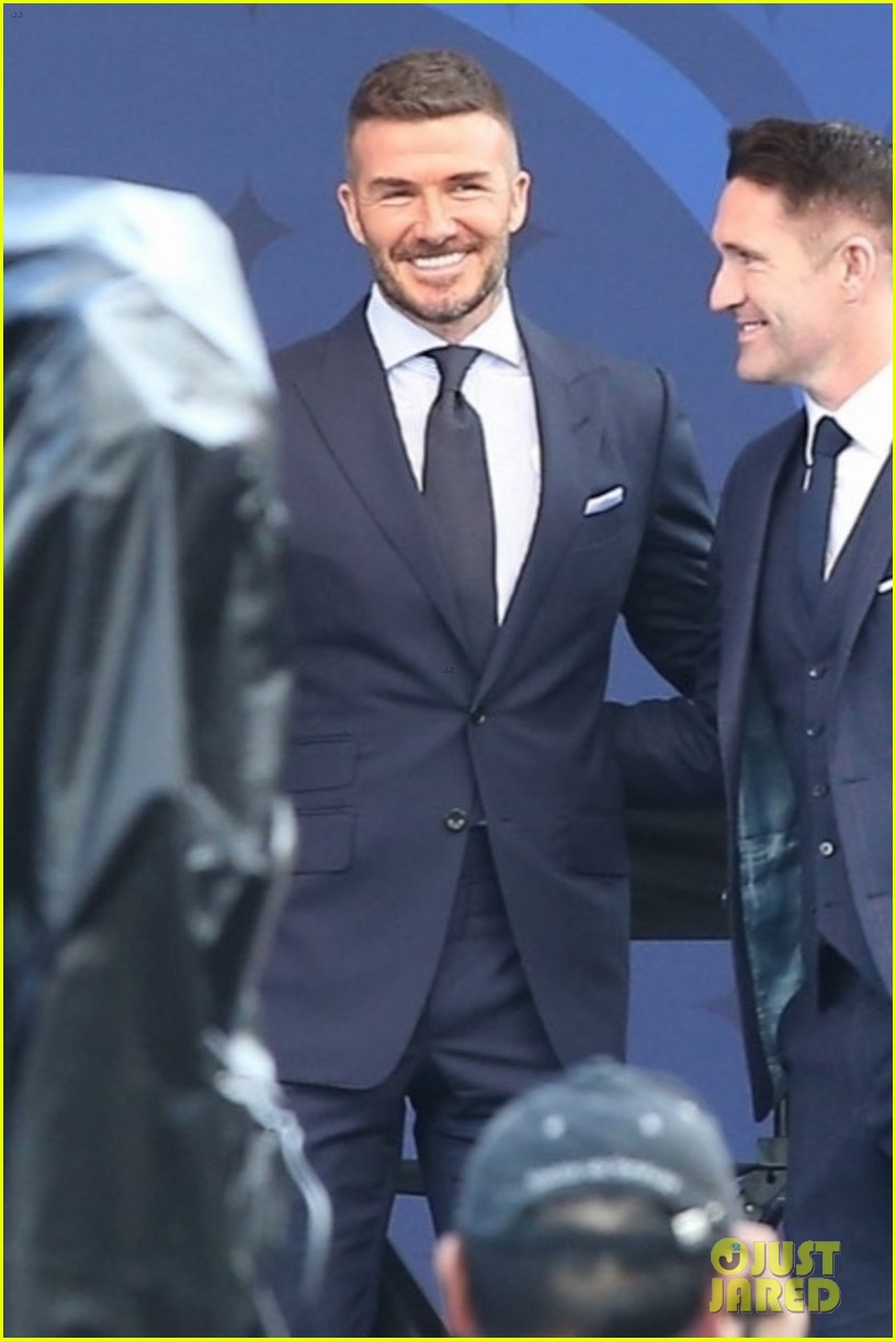 david beckham victoria beckham unveiling of his statue 03