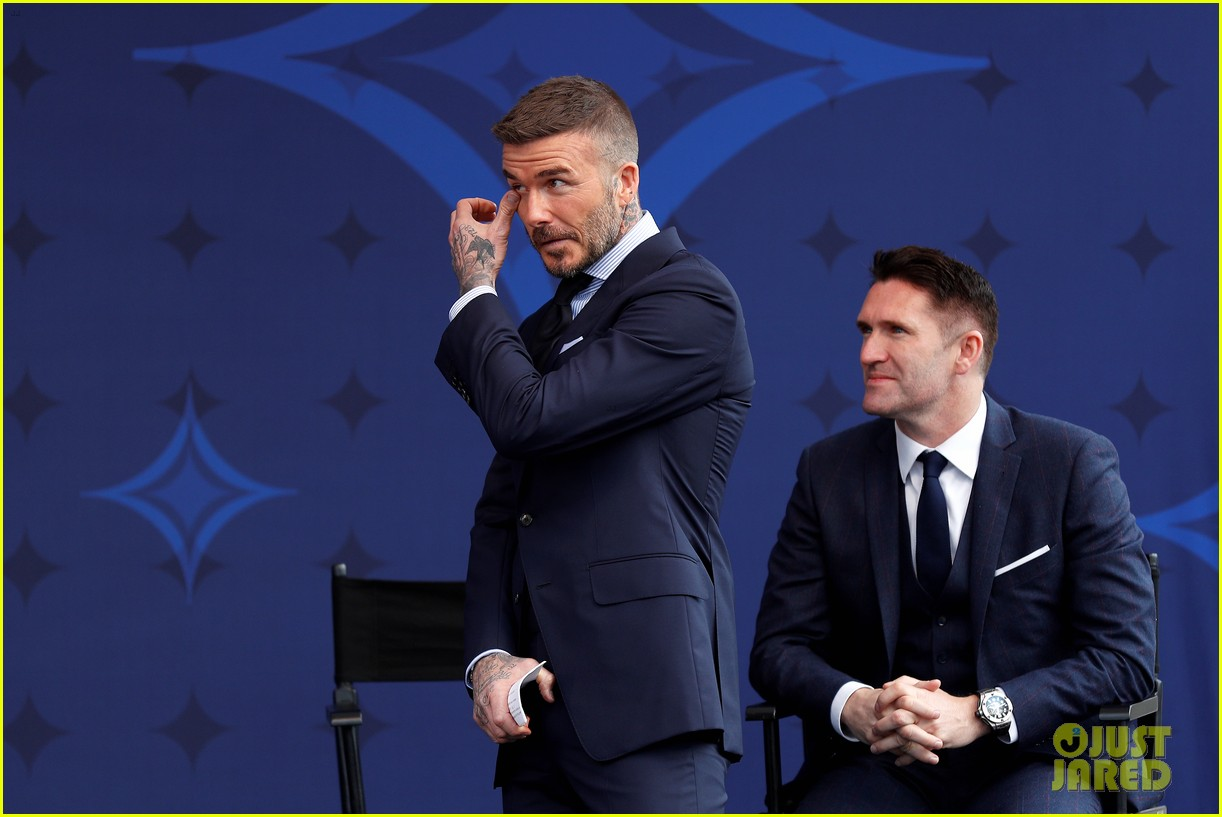 david beckham victoria beckham unveiling of his statue 04
