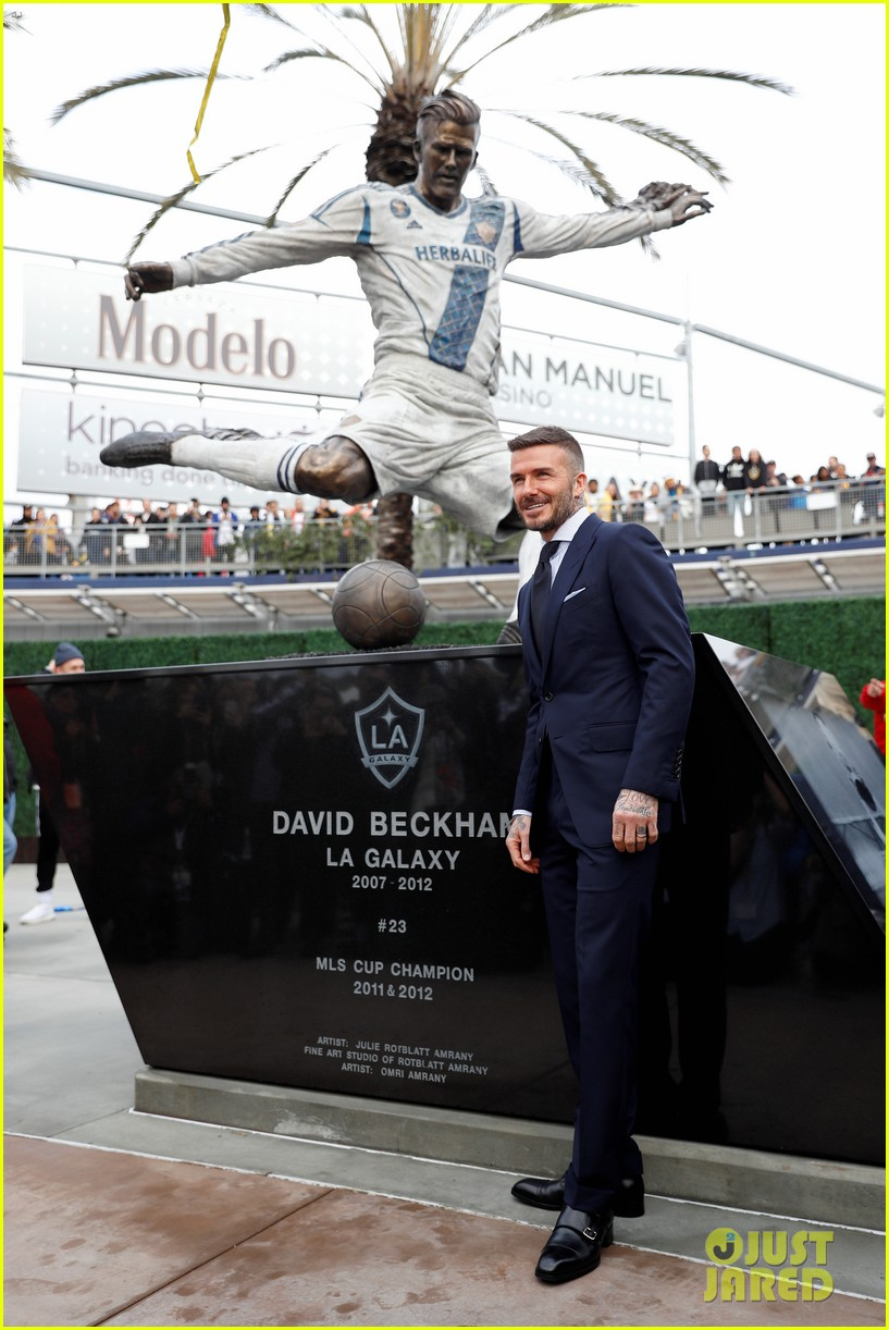 david beckham victoria beckham unveiling of his statue 08