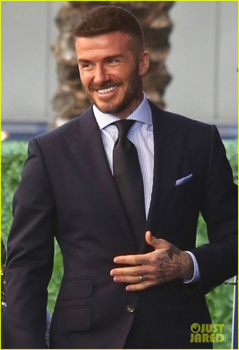 david beckham victoria beckham unveiling of his statue 09