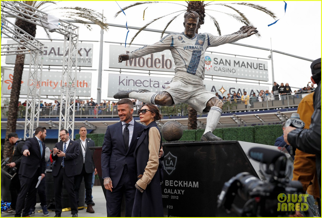 david beckham victoria beckham unveiling of his statue 14