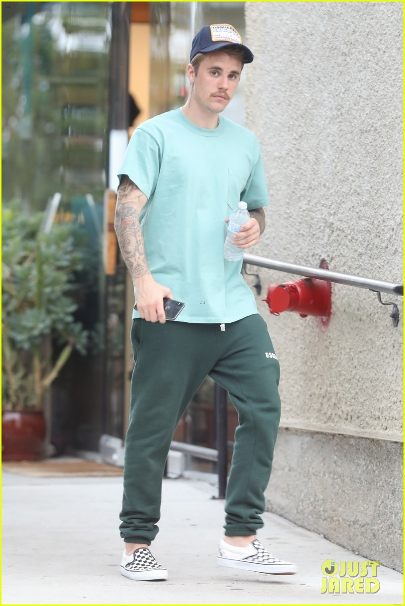 justin bieber kicks off his day with doctors appointment 01