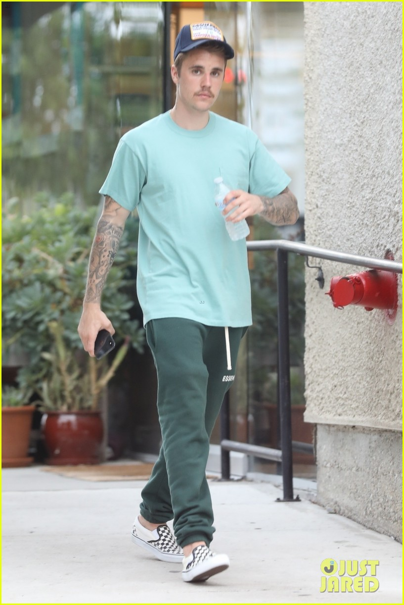 justin bieber kicks off his day with doctors appointment 07