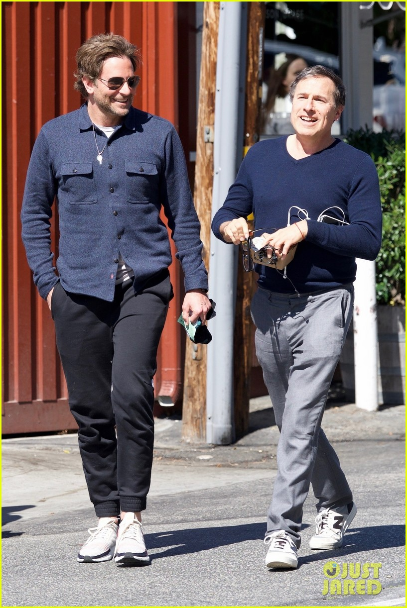 bradley cooper joins a friend for lunch 014257634