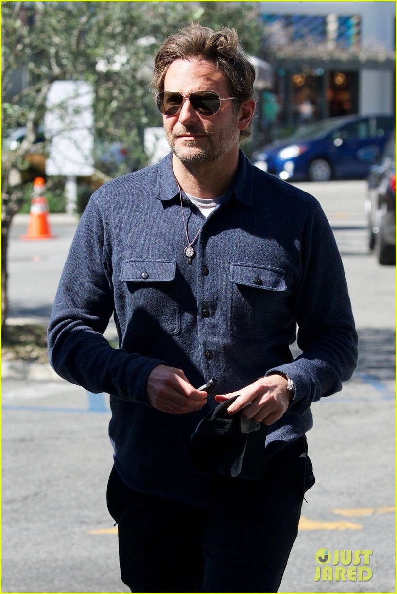 bradley cooper joins a friend for lunch 024257635