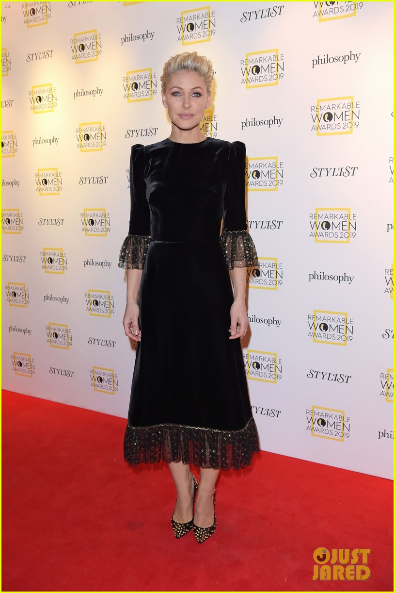 jodie comer annie lennox get honored at stylists remarkable women awards 2019 04.4252709