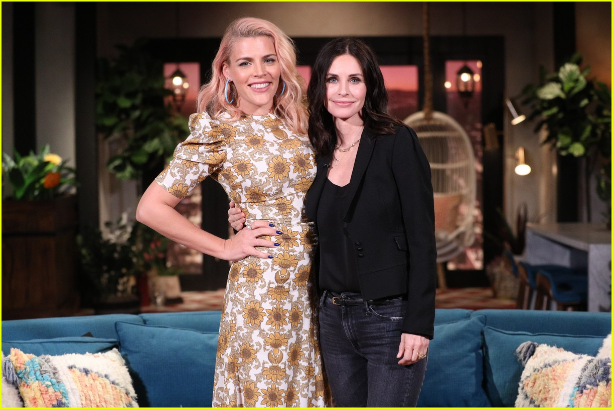 courteney cox on busy tonight 01