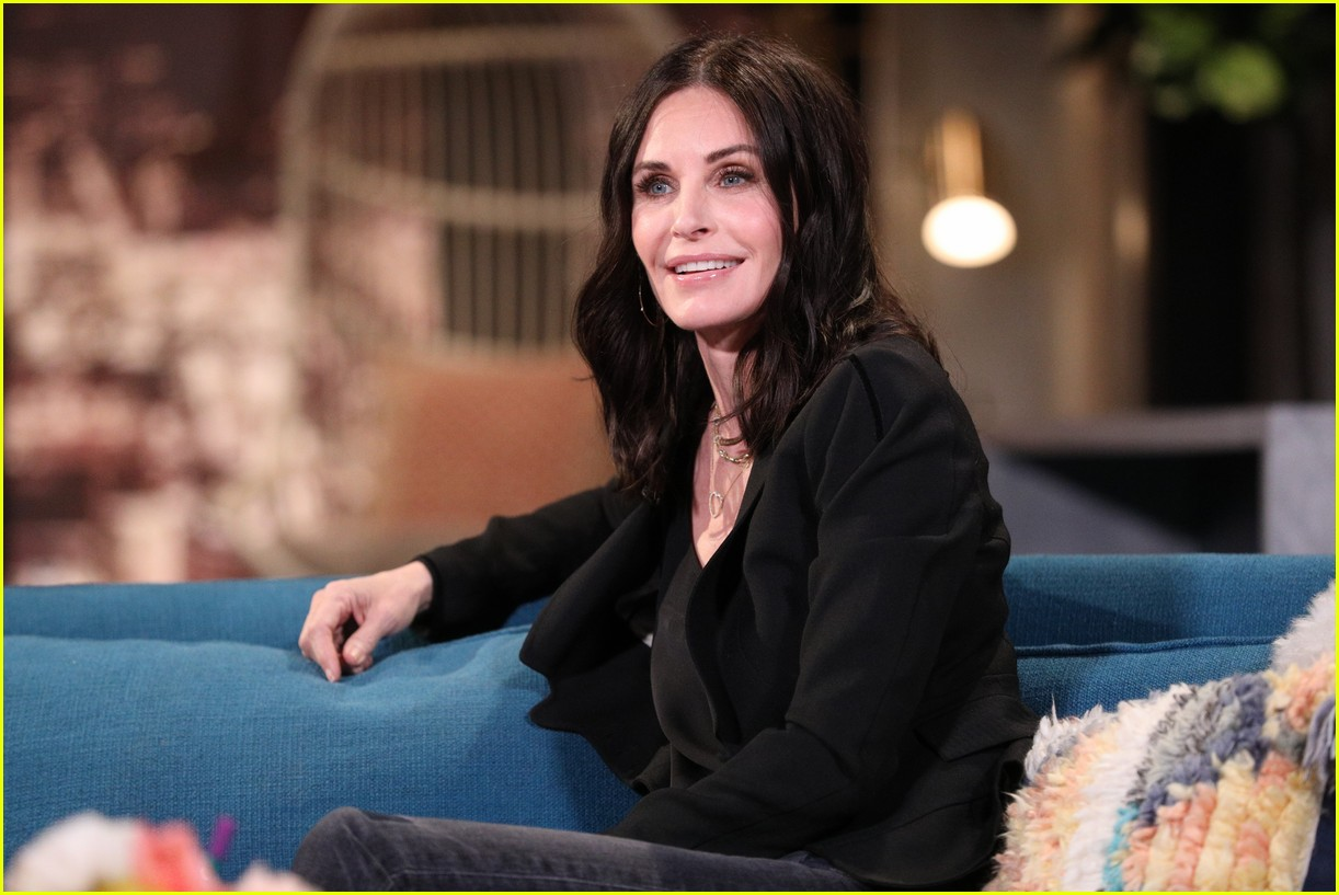 courteney cox on busy tonight 02