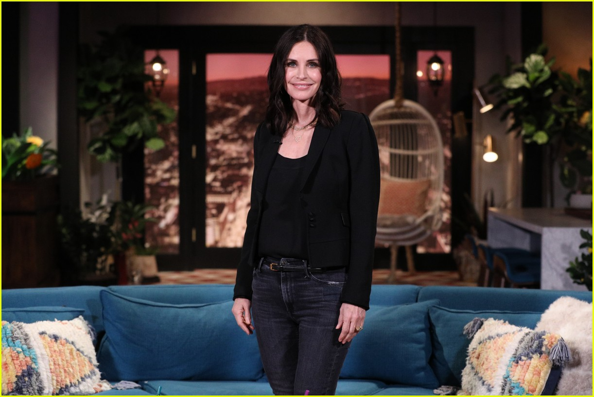courteney cox on busy tonight 03