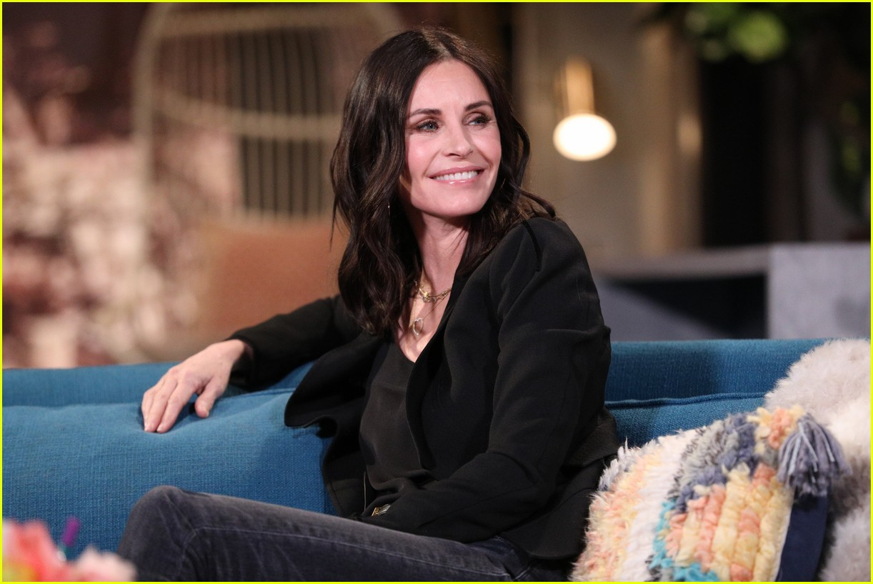 courteney cox on busy tonight 04
