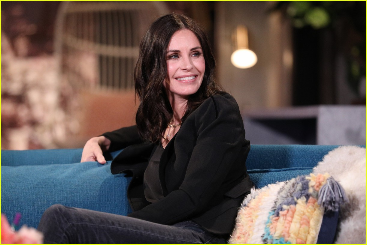 courteney cox on busy tonight 07