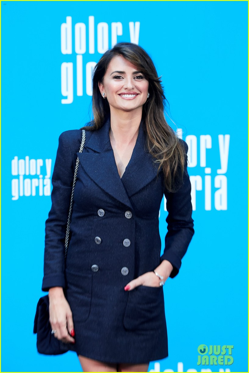 penelope cruz antonio banderas join dolor y gloria cast at madrid photo call 02