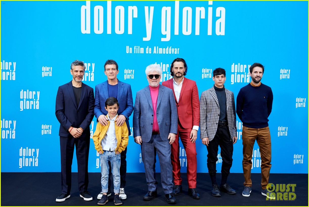 penelope cruz antonio banderas join dolor y gloria cast at madrid photo call 03
