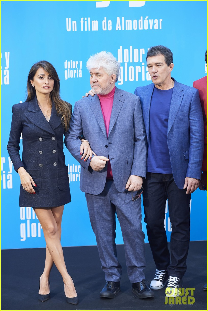 penelope cruz antonio banderas join dolor y gloria cast at madrid photo call 04